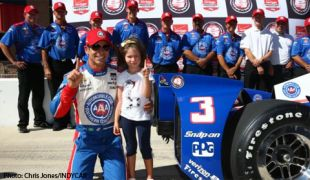 Castroneves claims pole for season finale at Auto Club Speedway; points leader Power to start on last row