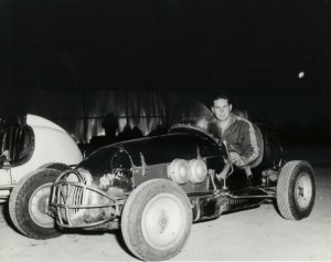 Lloyd Ruby at Chicago Raceway Park in a Nowicke midget circa 1949. Source: Jerry Nowicke photo collection.